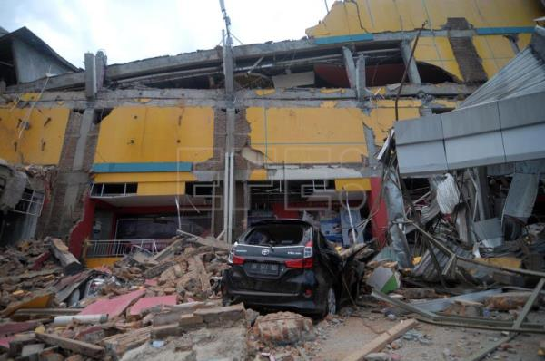 A general view of an earthquake devastated shopping mall in Palu, Central Sulawesi, Indonesia, Sep. 29, 2018. EPA-EFE/OLAGONDRONK