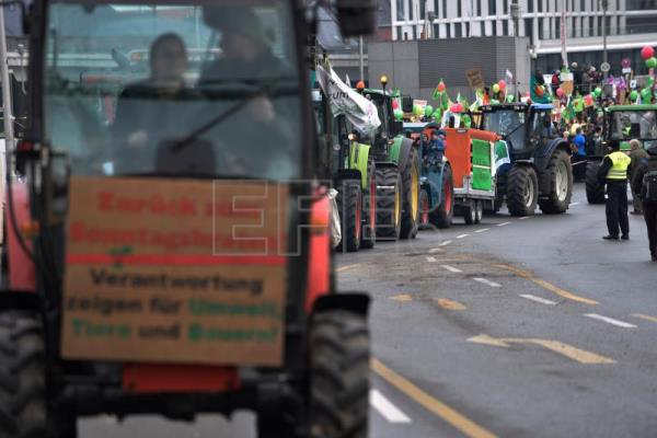 Thousands protest against over-industrialized farming in Germany