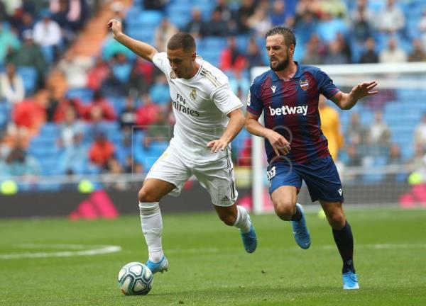 Benzema leads Madrid to 3-2 win over Levante