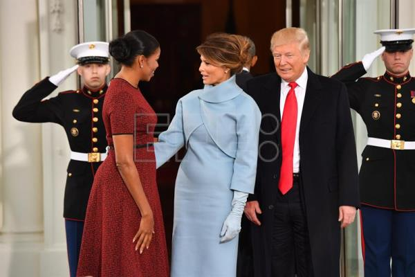 Trump obama meet ahead of transfer of power main english us first lady michelle obama l greets president elect donald j trump m4hsunfo