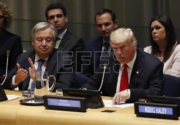 US President Donald Trump (r.), seen beside UN Secretary General Antonio Gutierrez, gives an address on Sept 24, 2018, at a meeting of international leaders at United Nations headquarters about the drug problem, held as an adjunct to the organization's General Assembly. EFE-EPA/Jason Szenes