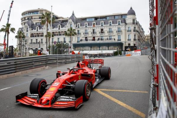 Hamilton quickest at Monaco as F1 remembers Lauda at free practice sessions