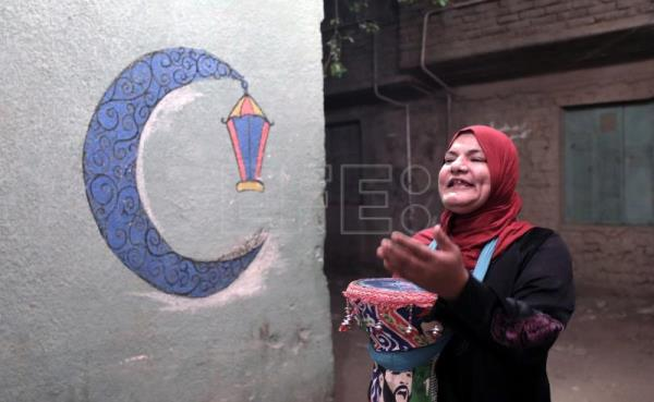 Voice of female Mesaharati calls out in Cairo each dawn of Ramadan