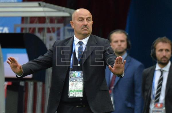 Russia's coach Stanislav Cherchesov (L) reacts during the FIFA World Cup 2018 group A preliminary round soccer match between Russia and Saudi Arabia in Moscow, Russia, 14 June 2018. EFE