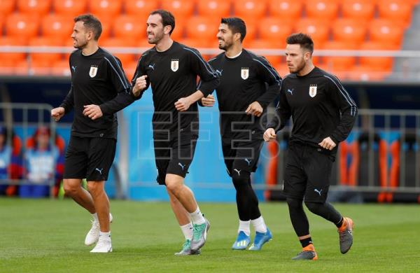 Uruguay's Luis Suarez (2-R) attends a training session at Central Stadium in Ekaterinburg, Russia, 14 June 2018. Uruguay will face Egypt in the FIFA World Cup 2018 Group A preliminary round soccer match on 15 June 2018. EFE