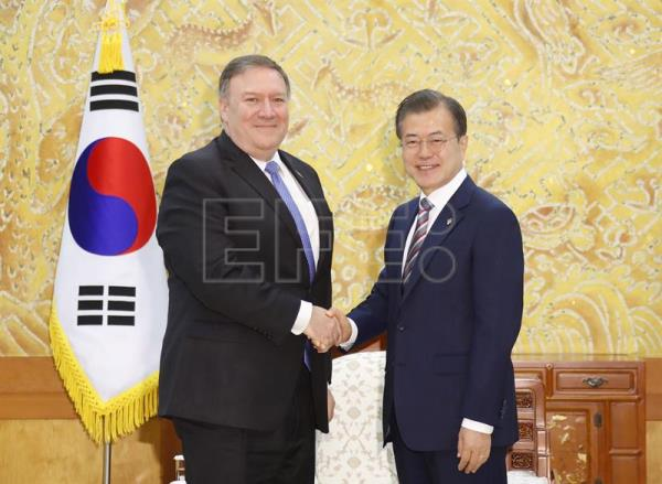 South Korean President Moon Jae-in (R) shakes hands with US Secretary of State Mike Pompeo (L) during their meeting at the presidential office in Seoul, South Korea, Jun. 14, 2018. EPA-EFE/YONHAP SOUTH KOREA OUT