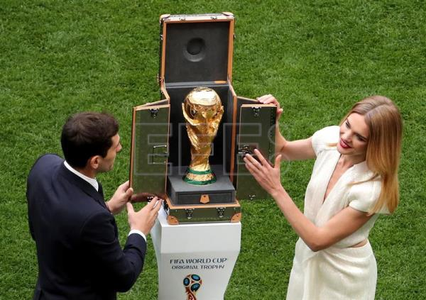Spanish goalkeeper Iker Casillas (L) and Russian model Natalia Vodianova present the World Cup trophy prior to the FIFA World Cup 2018 group A preliminary round soccer match between Russia and Saudi Arabia in Moscow, Russia, 14 June 2018. EFE