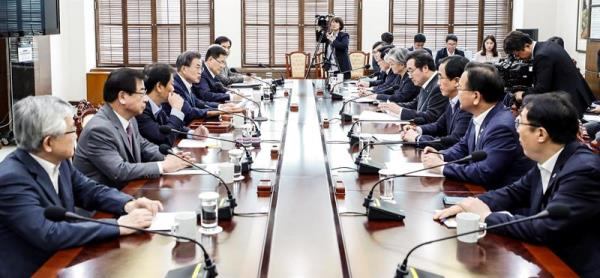 A handout photo made available by the South Korean presidential office shows President Moon Jae-in (4-L) presiding over a National Security Council (NSC) meeting at Cheong Wa Dae in Seoul, South Korea, Jun. 14, 2018. EPA-EFE/PRESIDENTIAL OFFICE /HANDOUT HANDOUT EDITORIAL USE ONLY/NO SALES