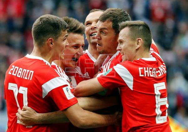 Artem Dzyuba of Russia (2R) celebrates with teamates after scoring the 3-0 during to the FIFA World Cup 2018 group A preliminary round soccer match between Russia and Saudi Arabia in Moscow, Russia, 14 June 2018. EFE