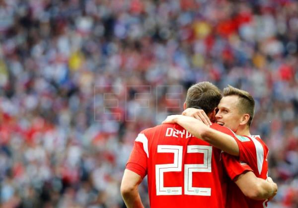Denis Cheryshev of Russia (R) celebrates with teammate Artem Dzyuba after scoring the 4-0 during the FIFA World Cup 2018 group A preliminary round soccer match between Russia and Saudi Arabia in Moscow, Russia, 14 June 2018. EFE