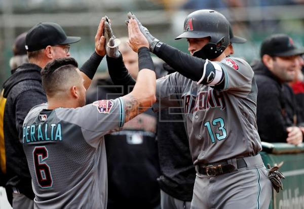 David Peralta (i), guardabosques venezolano de los Diamondbacks de Arizona. EFE/Archivo