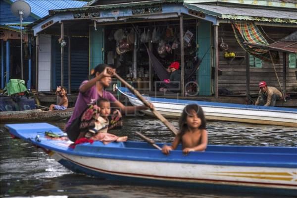Floating toilets bring relief to lacustrine villages in Cambodia