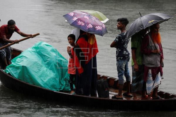 At least 4 dead as Cyclone Bulbul batters Bangladesh, India