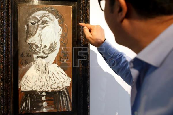 A visitor looks at the artwork 'Buste de mousquetaire' by Spanish artist Pablo Picasso displayed at the Museum of Contemporary Art (MAMCO) in Geneva, Switzerland, Apr. 27, 2018. EPA-EFE/SALVATORE DI NOLFI