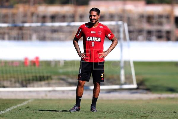 A handout photo made available by the Flamengo Rowing Club shows Peruvian  forward Paolo Guerrero during a8105298c