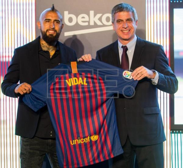 huge discount 23204 ec8c8 Arturo Vidal: Hungry for titles with new team Barcelona ...