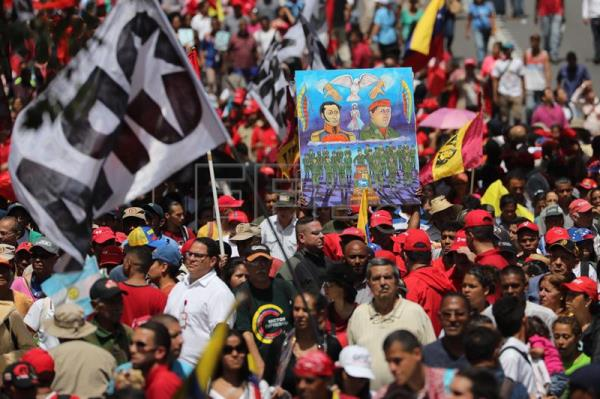 Thousands of people march in Caracas in support of Maduro after failed attack