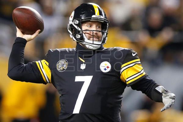 79988ae29b Pittsburgh Steelers quarterback Ben Roethlisberger throws a pass against  the Baltimore Ravens in the first half
