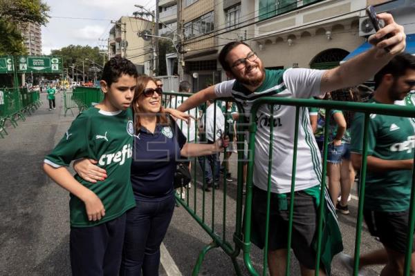 Brazilian mother makes soccer come alive for blind son