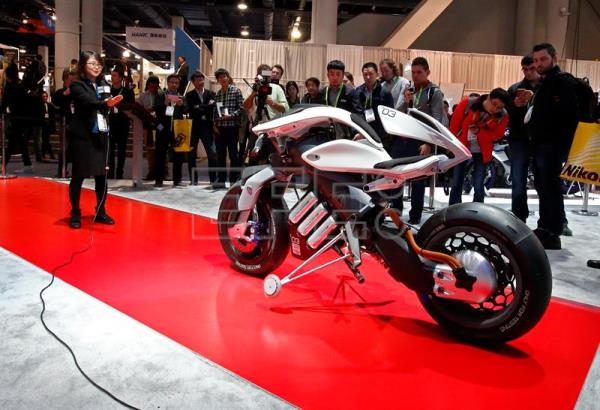 An exhibitor demonstrates an electric motorcycle on opening day at the 2018 International Consumer Electronics Show in Las Vegas, Nevada, USA, Jan. 9, 2018. EPA-EFE/LARRY W. SMITH