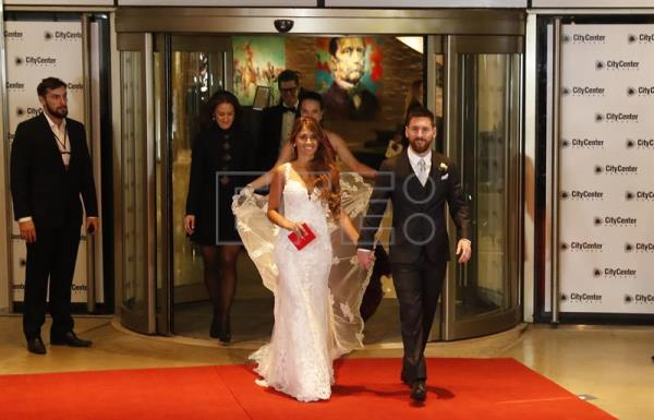 Messi Roccuzzo Get Married In Native Rosario Before 260 Guests Sports English Edition Agencia Efe