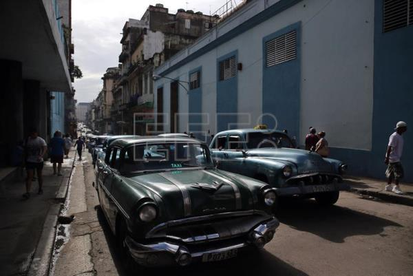 Cuba stops issuing licenses for private restaurants, lodging