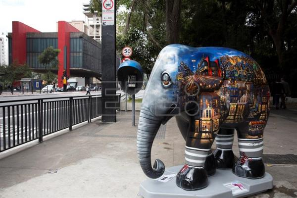 A view of an elephant sculpture as part of the 'Elephant Parade' urban art exhibit at the Paulista Avenue in Sao Paulo, Brazil, on Aug. 1, 2017. EFE/Sebastiao Moreira
