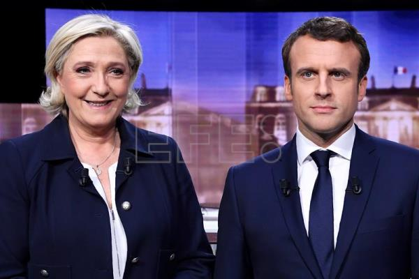 ballot during the second round of the French presidential elections ...