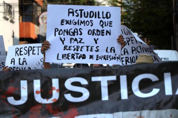 Mexican journalists protest against rising violence