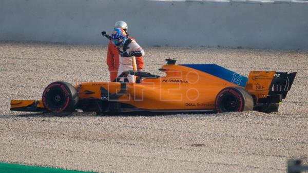 Alonso Crashes Mclaren 45 Minutes Into F1 Winter Testing