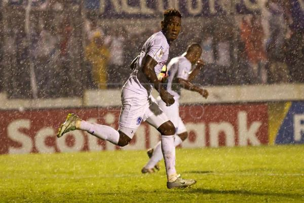 Olimpia Romel Quioto celebrates his goal against Pachuca during their Champions League of Concacaf match at Nacional Stadium in Tegucigalpa, Honduras, 19 October 2016. EFE/Gustavo Amador