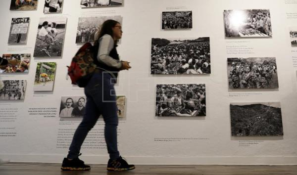 Photojournalist: Peasants are the losers in Colombia war
