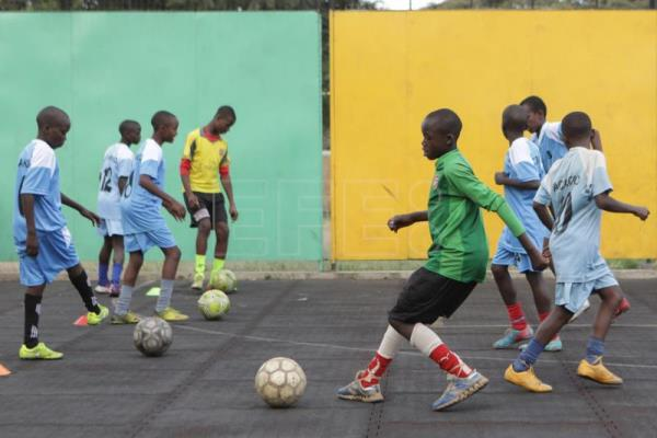 Young soccer players from Kenyan slum dream of making it big