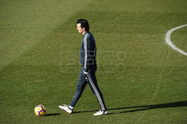 Real Madrid's Argentine head coach, Santiago Solari, oversees his players during a training session at the club's sports facilities in Valdebebas, Madrid, Spain, Feb. 8, 2019. EPA-EFE/ Fernando Villar