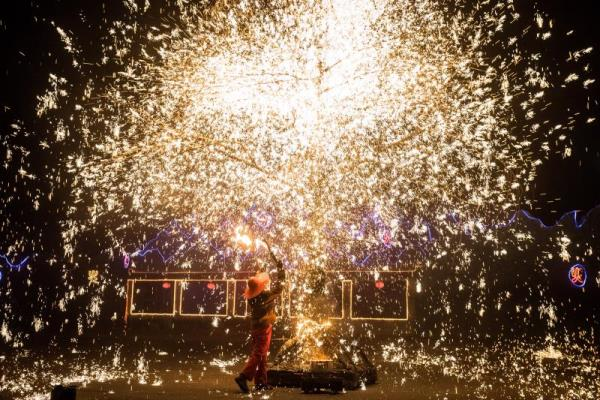 Sparks fly at Molten Metal New Year show at Great Wall of China