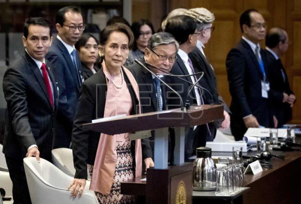 Suu Kyi arrives for landmark Rohingya hearings at The Hague