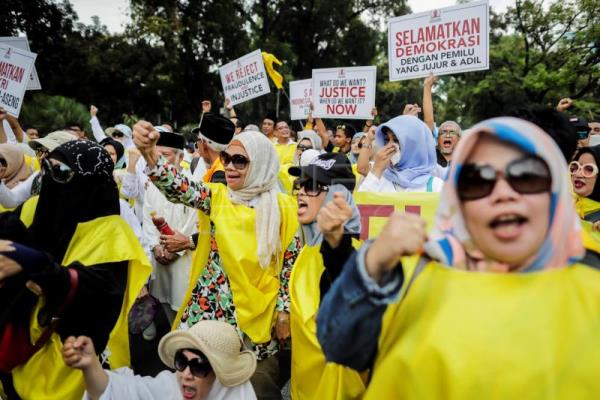 Indonesian opposition demands court annul general election
