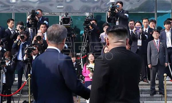 Moon Jae-in e Kim Jong-un na cúpula das Coreias em 27 de abril. EFE/KOREA SUMMIT PRESS
