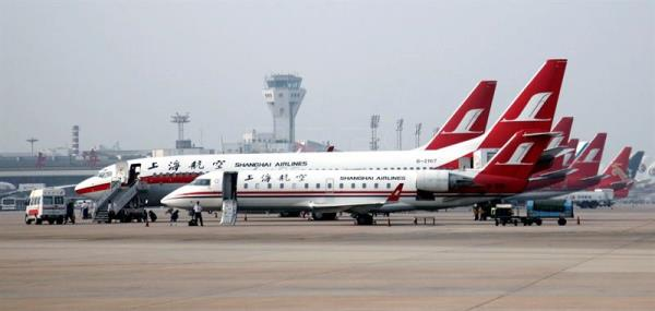 (FILE) Shanghai Airlines and other jets on the tarmac at the Hongqiao Airport in Shanghai, China, on 05 July 2009.  EPA/QILAI SHEN