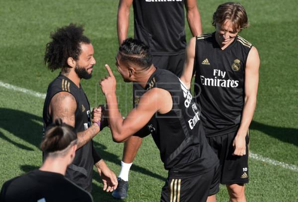buy popular b958d 19243 Keylor Navas trains with Real Madrid amid departure reports ...
