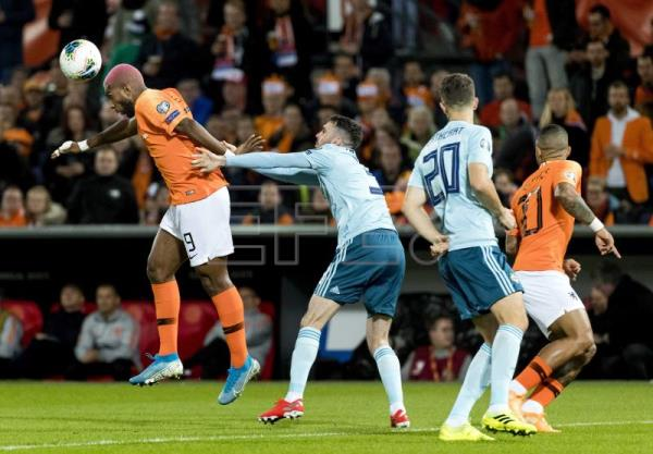 Dutch leave it late in 3-1 win over N. Ireland