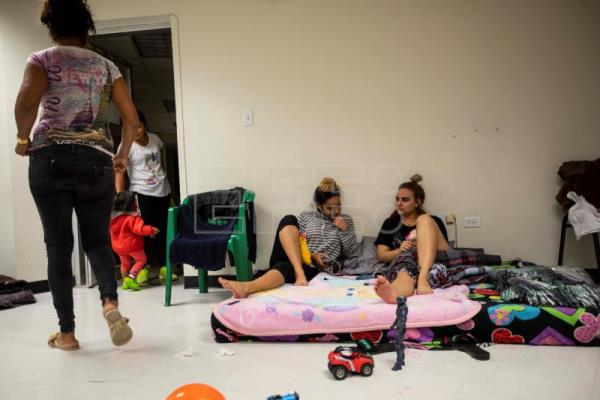 Thousands of Cuban migrants stranded in Mexican border city