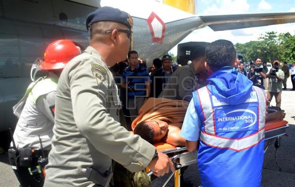 Indonesian authorities push a stretcher carrying an injured shooting victim as he arrives at the airport in Timika, Papua, Indonesia, Dec. 06, 2018. EPA-EFE/JOSEPH SITUMORANG
