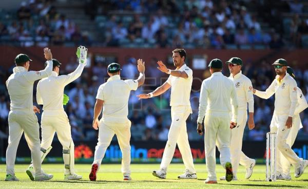 Australian bowler Mitchell Starc (C) celebrates a wicket on day one of the first Test match between Australia and India in Adelaide, Australia, Dec. 6, 2018. EPA-EFE/DAVE HUNT/NO ARCHIVING, EDITORIAL USE ONLY, IMAGES TO BE USED FOR NEWS REPORTING PURPOSES ONLY, NO COMMERCIAL USE WHATSOEVER, NO USE IN BOOKS WITHOUT PRIOR WRITTEN CONSENT FROM AAP AUSTRALIA AND NEW ZEALAND OUT