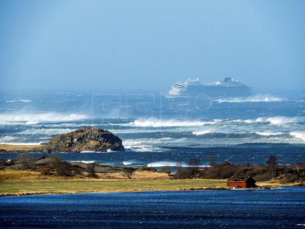 Cruise ship stranded in rough seas off Norway recovers engine power
