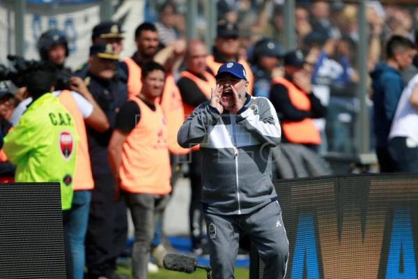 Maradona makes stumbling debut as Gimnasia coach