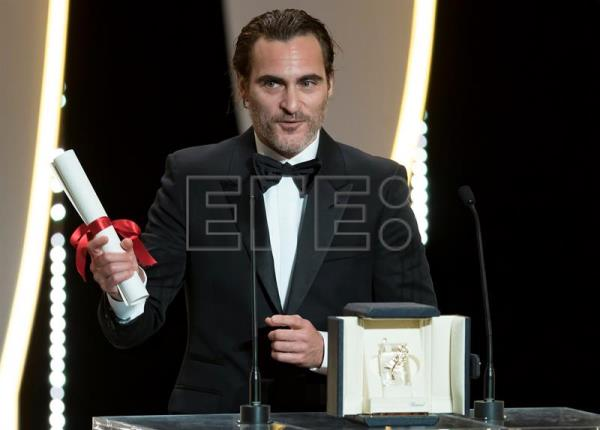 US actor Joaquin Phoenix receives the Best Performance by an Actor award for 'You Were Never Really Here' during the Closing Awards Ceremony of the 70th Cannes Film Festival, in Cannes, France, 28 May 2017. EFE