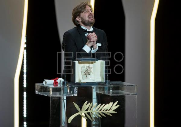 Swedish director Ruben Ostlund reacts after winning the Palme d'Or (Golden Palm) award for the movie 'The Square' during the Closing Awards Ceremony of the 70th Cannes Film Festival, in Cannes, France, 28 May 2017. EFE