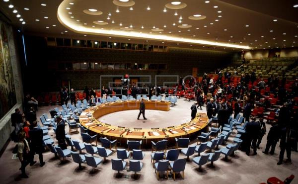 A view of the United Nations Security Council chamber on April 10, 2018, as ambassadors withdraw for private consultations after the failure to pass - due to Russia's veto - a US proposal to create in independent entity to investigate chemical weapons attacks in Syria. EFE-EPA / JUSTIN LANE