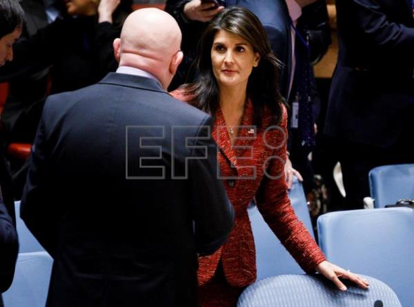 US Ambassador to the United Nations Nikki Haley (r) speaks with Russian Ambassador Vassily Nebenzia in the Security Council on April 10, 2018. EFE-EPA / JUSTIN LANE
